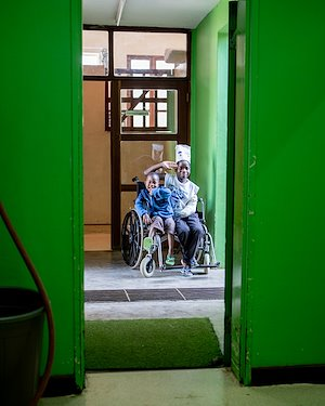 Ali and Edward wheelchair cruise! The two have been having a great time exploring the hospital.