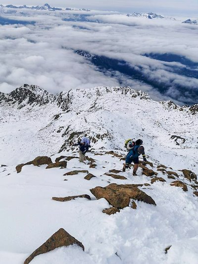 Direction le sommet. (c) Thomas de Dorlodot