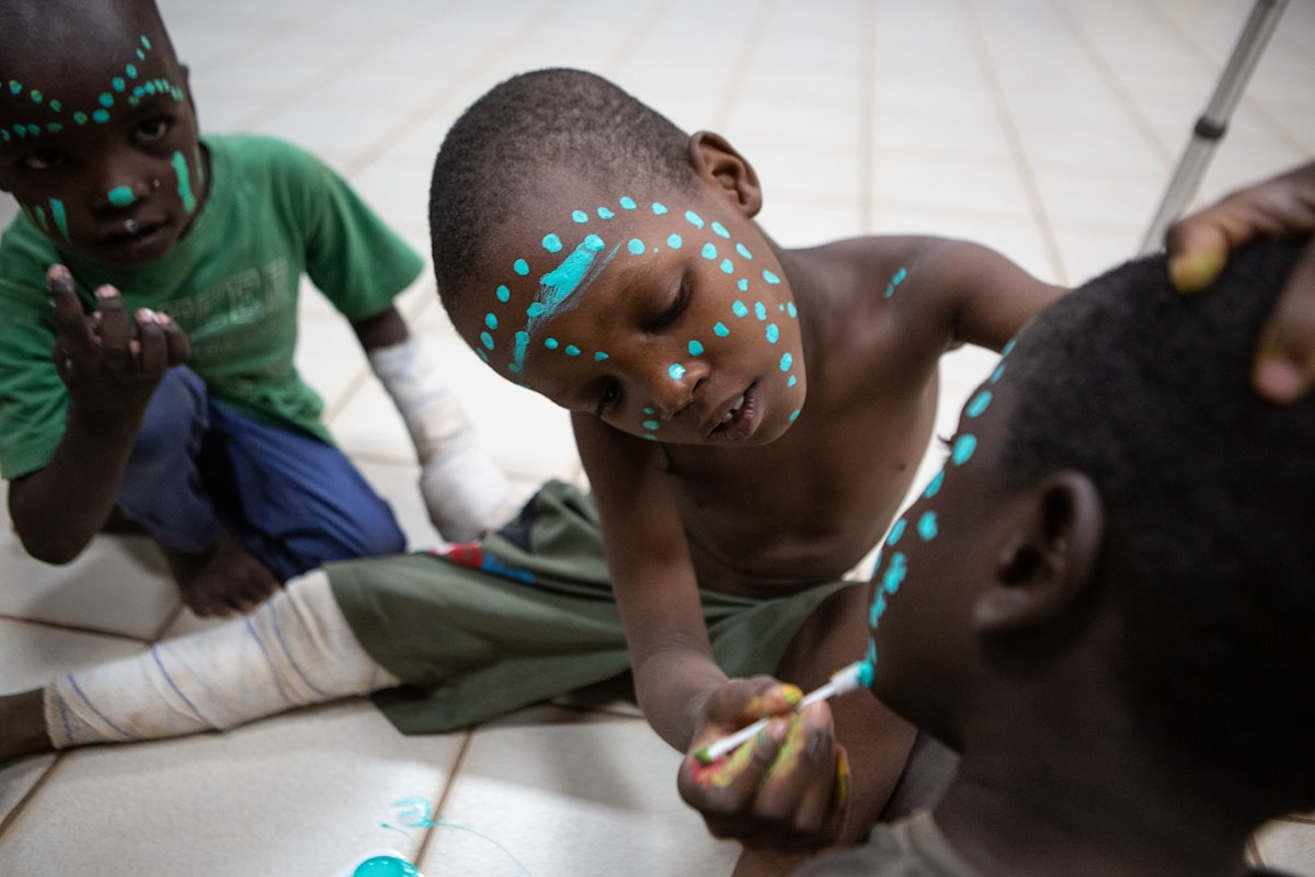 Art therapy face painting