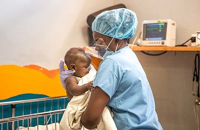 Deborah helping a cleft-lep patient as she wakes up from surgery.