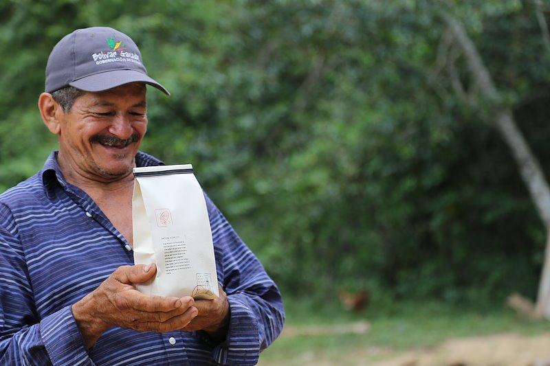 Eduardo Diaz with dried beans, Montes de Maria / Photo credit: Nadia Rey, UNDP Colombia